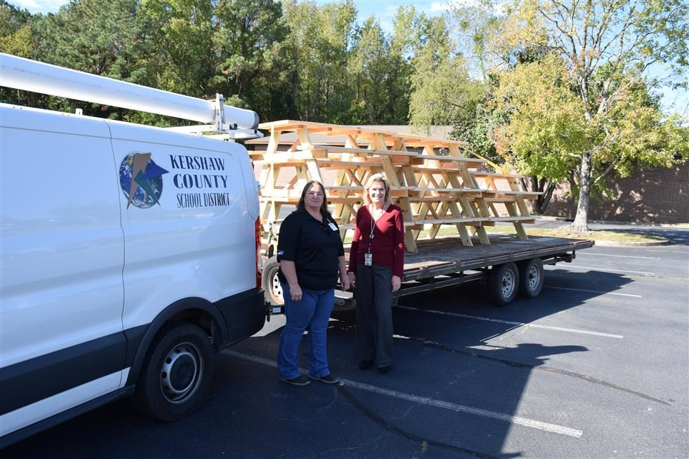 Lowe's Heroes Donation of Picnic Tables to KCSD