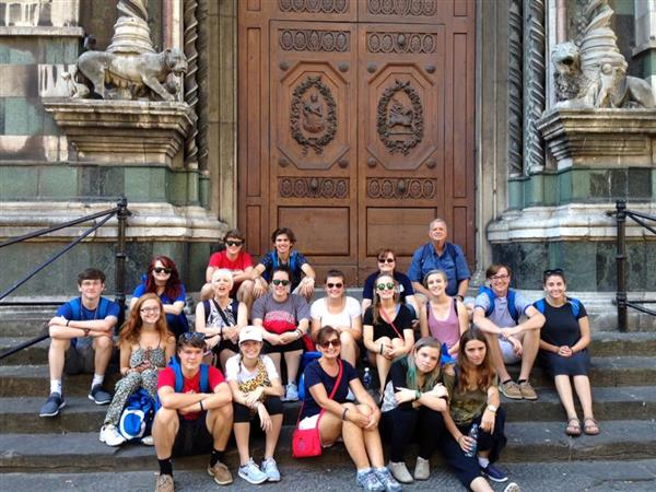 The LEHS travelers stopped on the steps of the Duomo in Florence, Italy.